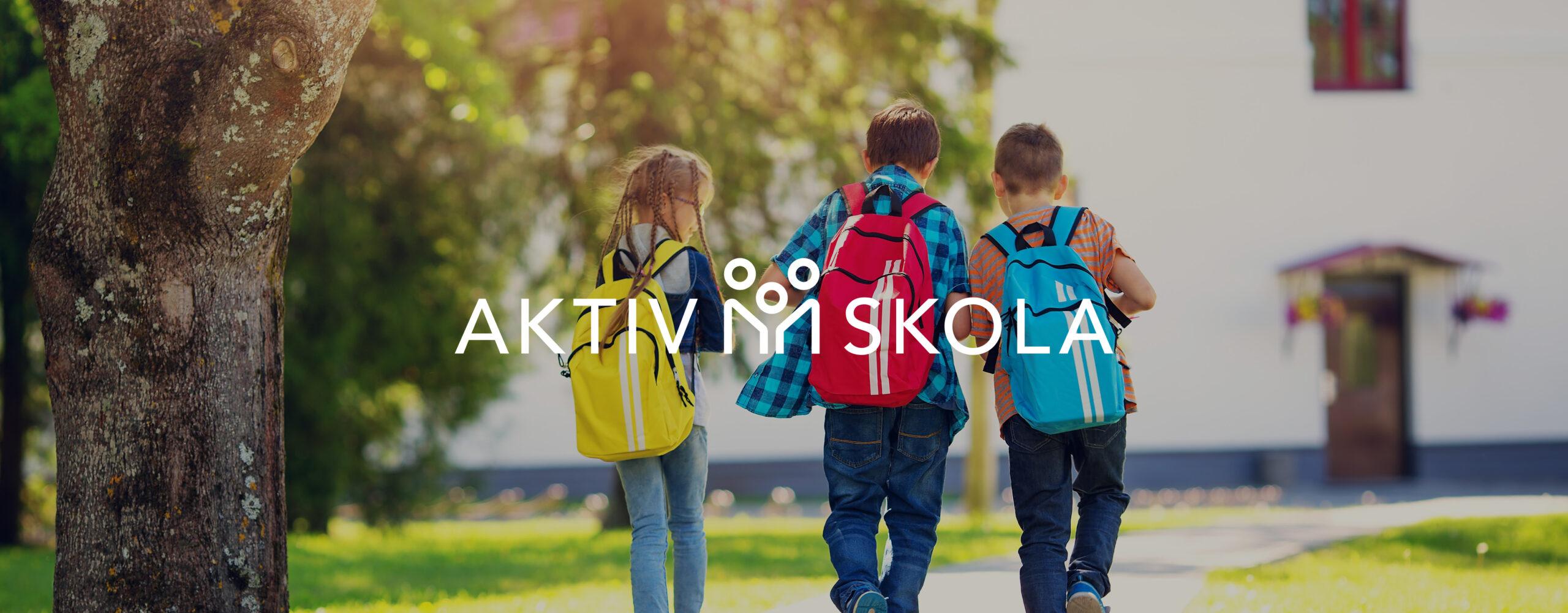 Barn går till skolan med ryggsäckar.